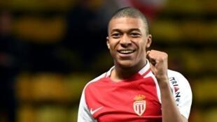 اللاعب الشاب مبابي خلال موسمه الأول مع نادي موناكو