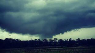 Esta imagen proporcionada por Justin Merritt de su cuenta de Instagram muestra un tornado en Dothan, Alabama, Estados Unidos, el 3 de marzo de 2019.