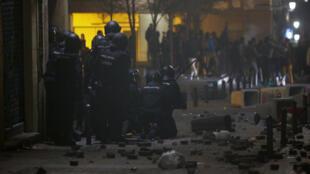 La colectividad acusa a la policía española debido a que el joven senegalés falleció mientras, según testigos, huía de una persecución en Madrid.