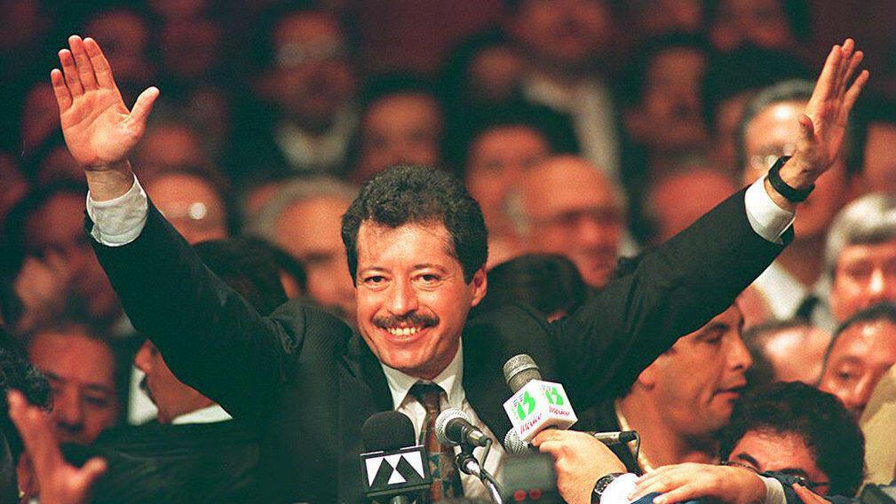 Imagen fechada el 28 de noviembre de 1993 del candidato presidencial Luis Donaldo Colosio en un mitin político.