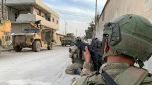 Des soldats turcs photographiés dans la ville frontalière de Tal Abyad, en Syrie (photo non datée publiée par le ministère de la Défense turque le 17 octobre 2019).