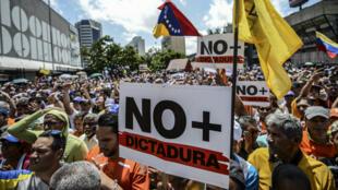 متظاهرون في العاصمة الفنزويلية في 19-04-2017