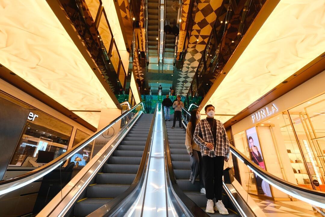 Varias personas en un centro comercial en Melbourne, Australia, el 8 de julio, antes del inicio del segundo periodo de confinamiento ordenado por el Gobierno frente al repunte de los contagios con Covid-19.