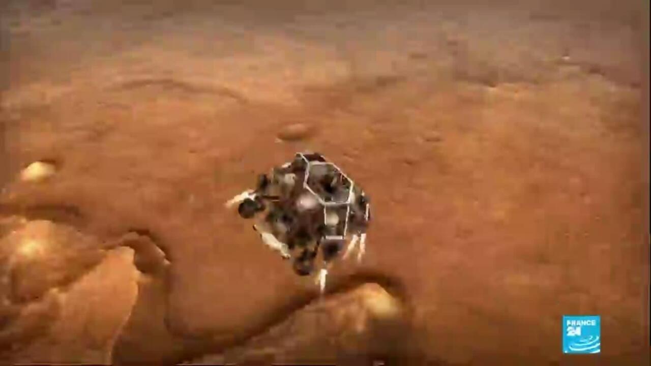 Exploration spatiale : le robot Perseverance prélèvera des échantillons du sol martien - FRANCE 24