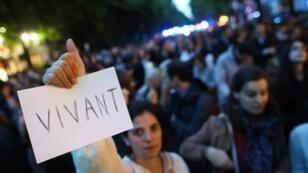 Des manifestants demandent la reprise des traitements de Vincent Lambert, le 20 mai 2019 à Paris.