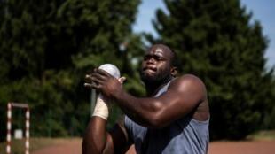 Le lanceur de poids congolais Franck Elemba lors d'une séance d'entraînement, le 24 juillet 2019 à Eaubonne