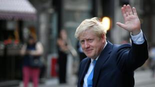 El líder del partido conservador, Boris Johnson, sale de la celebración por su elección en Londres el 23 de julio de 2019