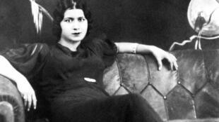 La chanteuse égyptienne Oum Kalthoum dans les années 30