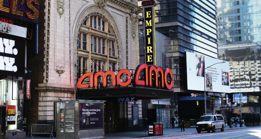El teatro del cine AMC de la calle 42 de Nueva York cerró durante el bloqueo de Covid-19. Nueva York, EE. UU., el  el miércoles 13 de mayo de 2020.