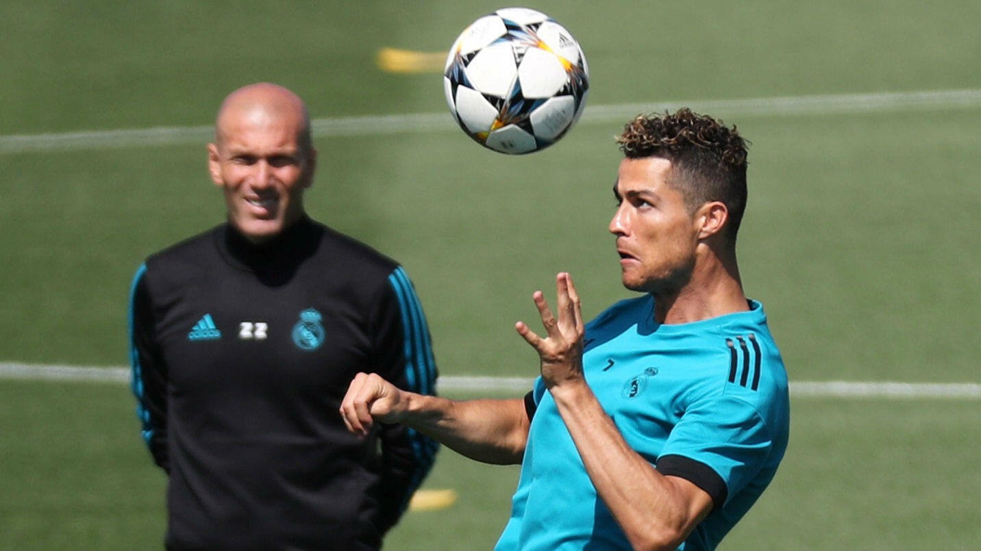 Zinedine Zidane y Cristiano Ronaldo durante el entrenamiento en Madrid, España - 22 de mayo de 2018