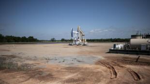 Dos bombas de extracción de petróleo en Cushing (Oklahoma, EEUU), en una imagen del 4 de mayo de 2020