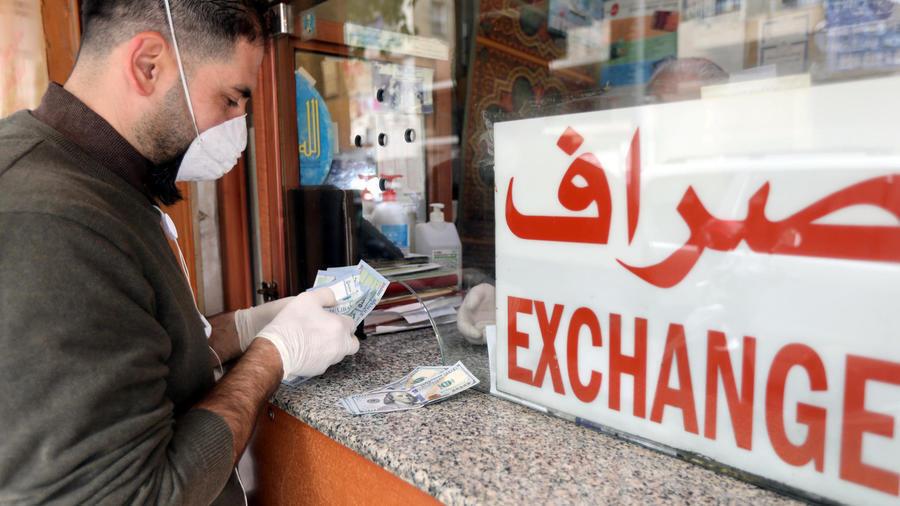 محل صيرفة في بيروت، لبنان 3 أبريل 2020