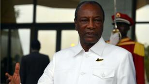 """Le président guinéen Alpha Condé, en 2017. Une réaction prochaine du gouvernement du pays """"par rapport à la situation politique en général et à l'appel à la ville morte en particulier"""" est attendue."""
