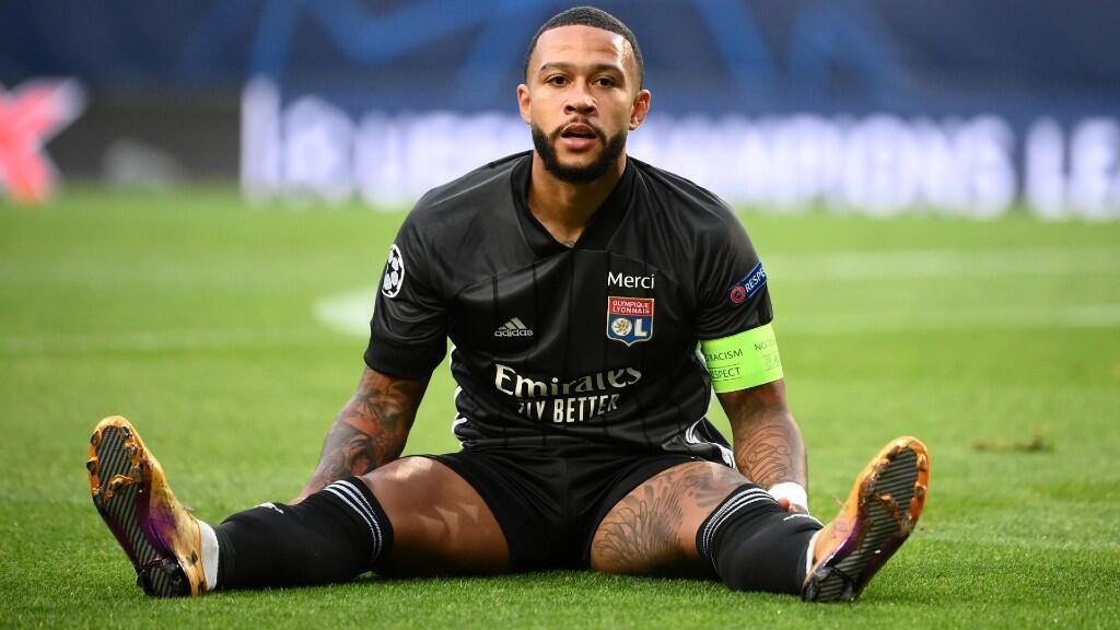 El neerlandés Memphis Depay se lamenta en el partido contra el Bayern de Múnich en el estadio José Alvalade de Lisboa. 19 de agosto de 2020.