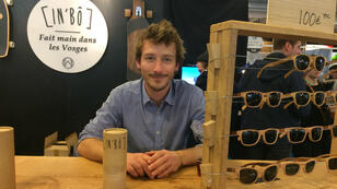 Aurèle Charlet, un des créateurs de l'entreprise de fabrication vosgienne de lunettes en bois, In'Bô.