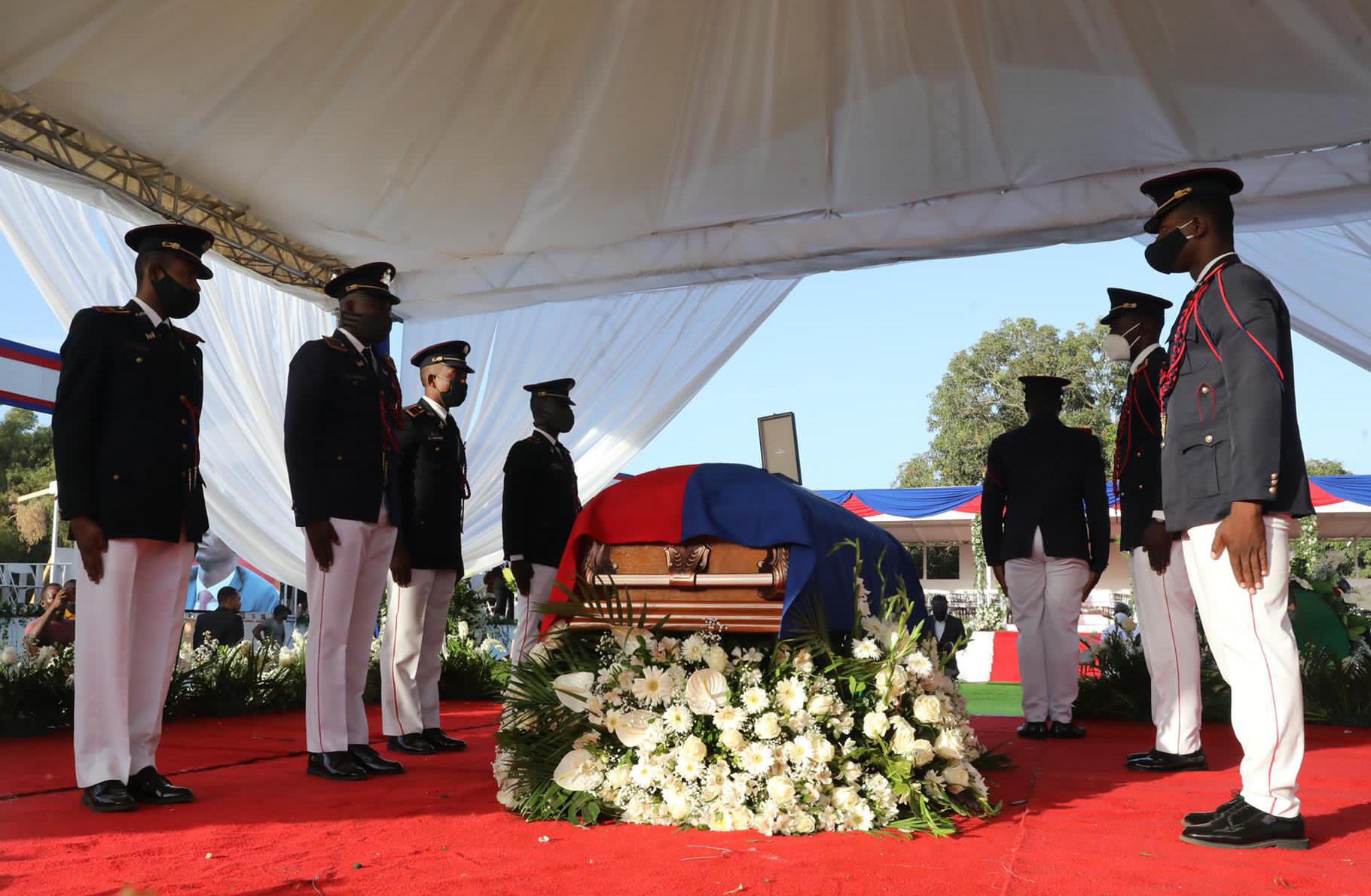 Los funerales nacionales del asesinado presidente de Haití, Jovenel Moise, comenzaron en Cabo Haitiano, con una ceremonia bajo fuertes medidas de seguridad