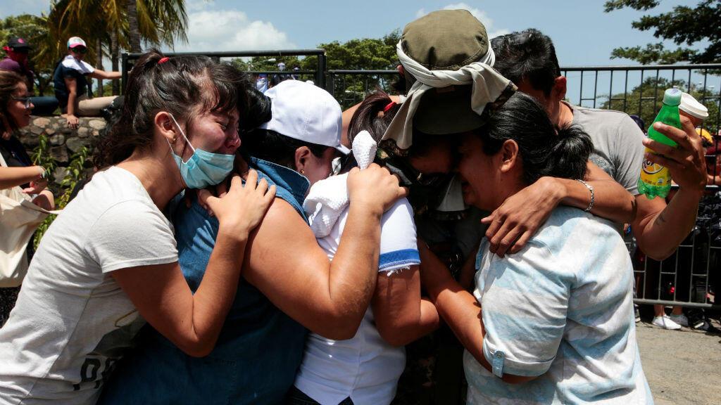 Luego de 15 horas de permanecer refugiados en una parroquia de Managua, los estudiantes se reencontraron con sus familiares el 14 de julio de 2018.