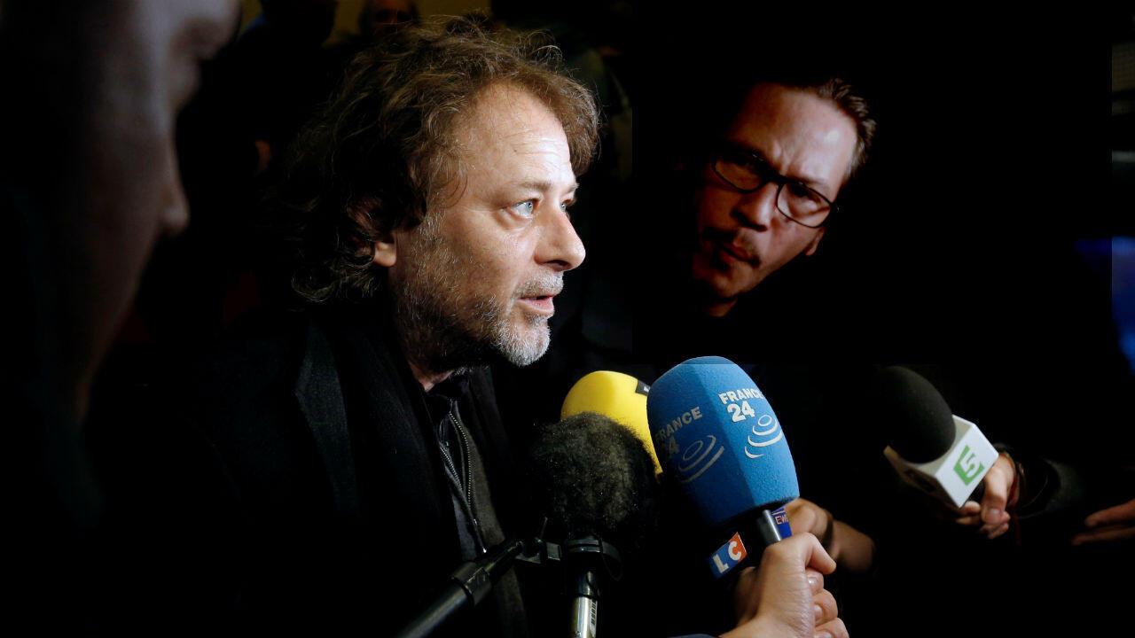 Le réalisateur Christophe Ruggia (au centre) lors d'une conférence de presse à Paris, le 21 octobre 2015.