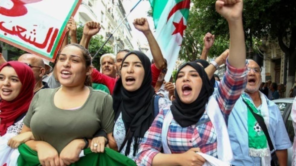 طلاب جزائريون يحتجون في الجزائر