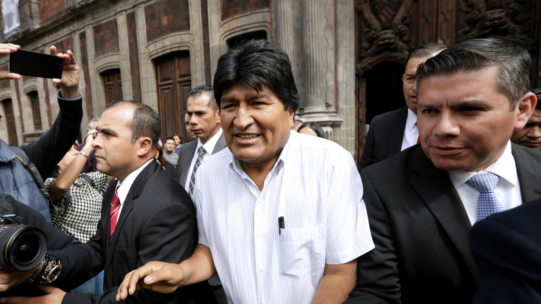 El presidente derrocado de Bolivia , Evo Morales,  mientras se dirige hacia la alcadía de la Ciudad de México para reunirse con la alcadesa Claudia Sheinbaum,el 13 de noviembre de 2019.