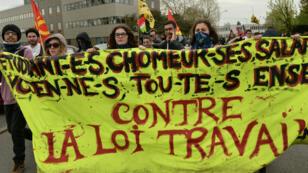 Des manifestants contre la Loi travail le 21 avril 2016 à Rennes.