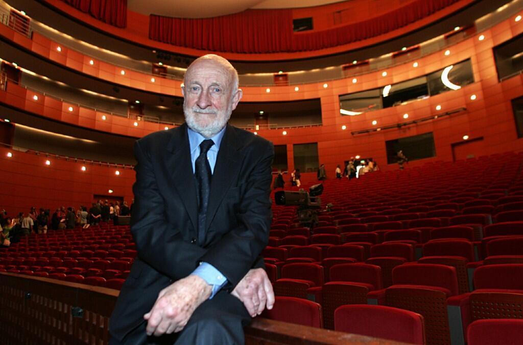 El arquitecto italiano Vittorio Gregotti posa el 29 de julio de 2007 en Aix-en-Provence, Francia, tras la inauguración del nuevo Grand-Théâtre de Provenza, concebido por él y por Paolo Colao.