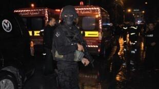 الشرطة التونسية تضرب طوقا حول موقع الهجوم في وسط العاصمة الثلاثاء 24 تشرين الثاني/نوفمبر 2015