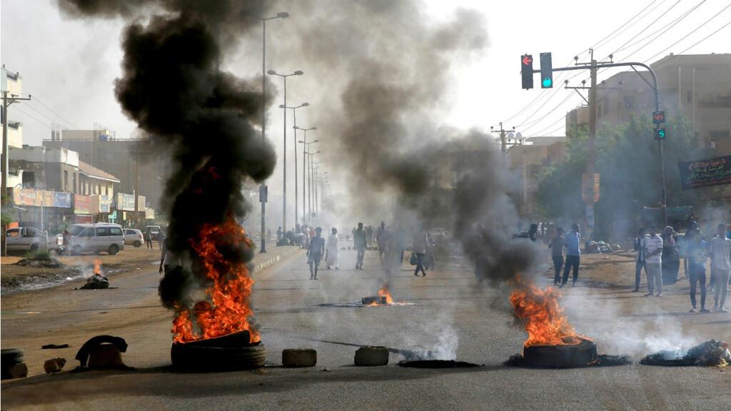 السودان: حصيلة قتلى فض الاعتصام ترتفع إلى 60 شخصا ومجلس الأمن يفشل في إصدار بيان