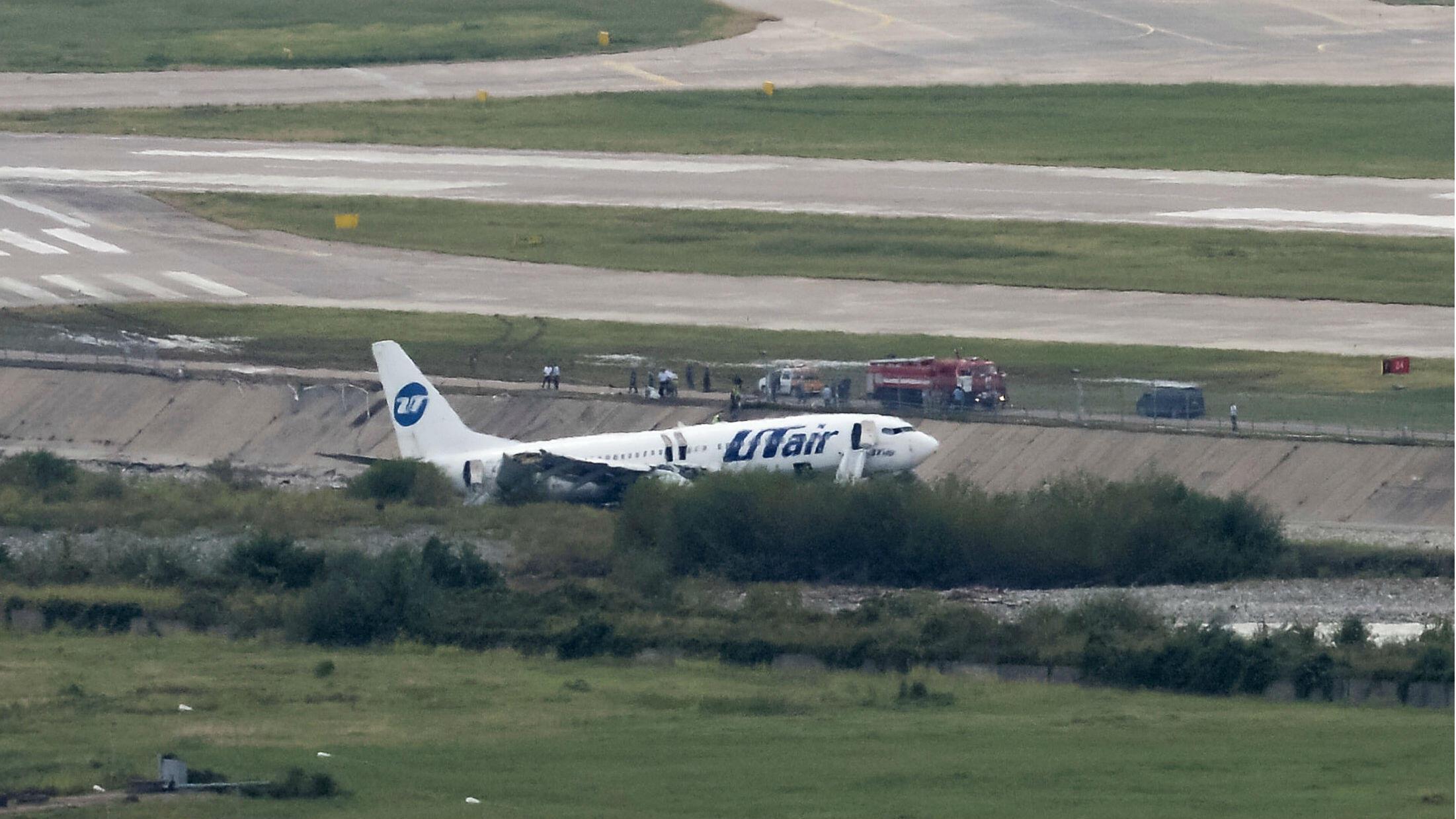 El Boeing 737-800 de la aerolínea Utair, que transportaba 164 pasajeros y seis tripulantes, se observa en una pista del aeropuerto en Sochi, el 1 de septiembre de 2018.