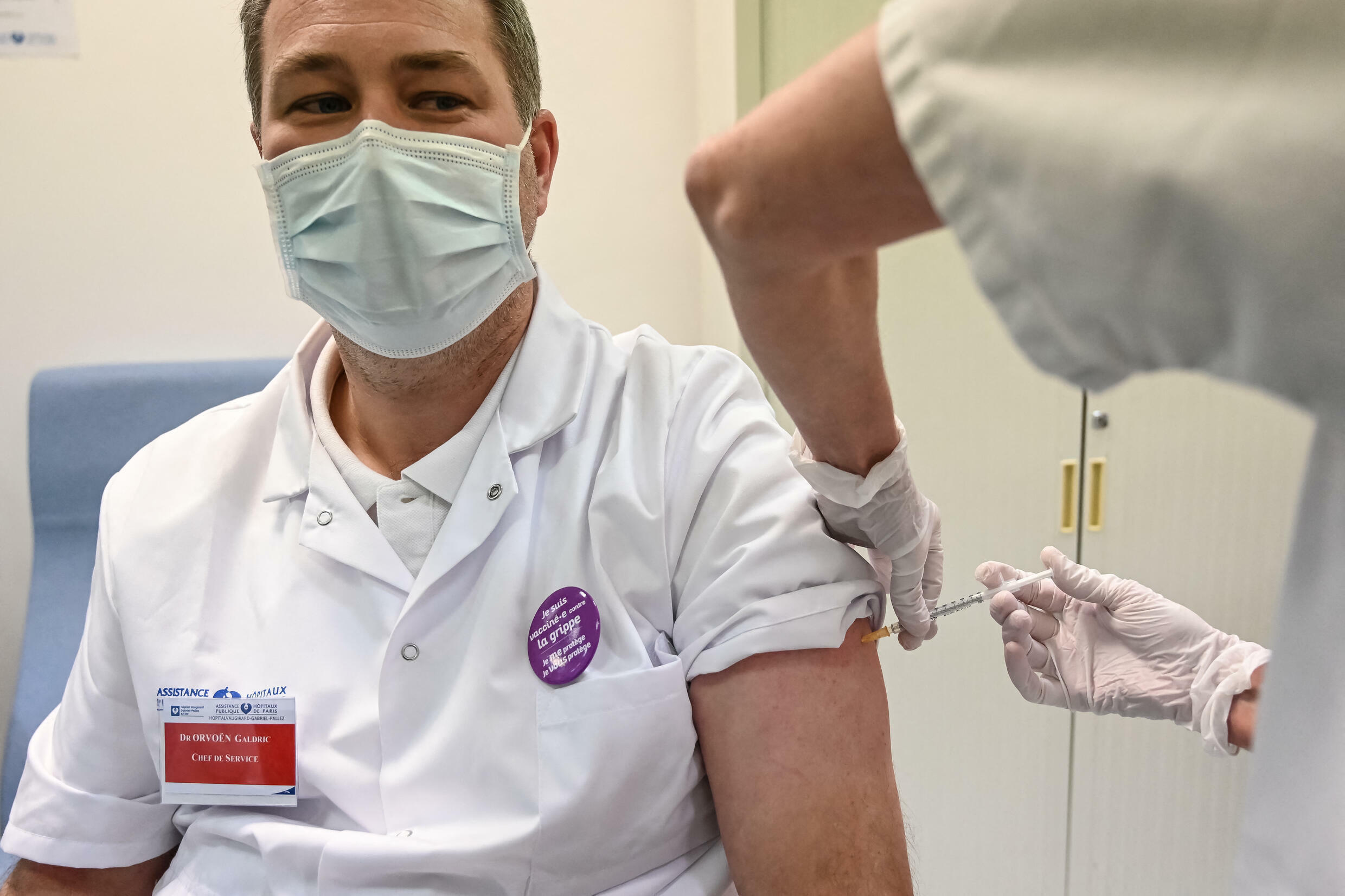 France-doctor-vaccine