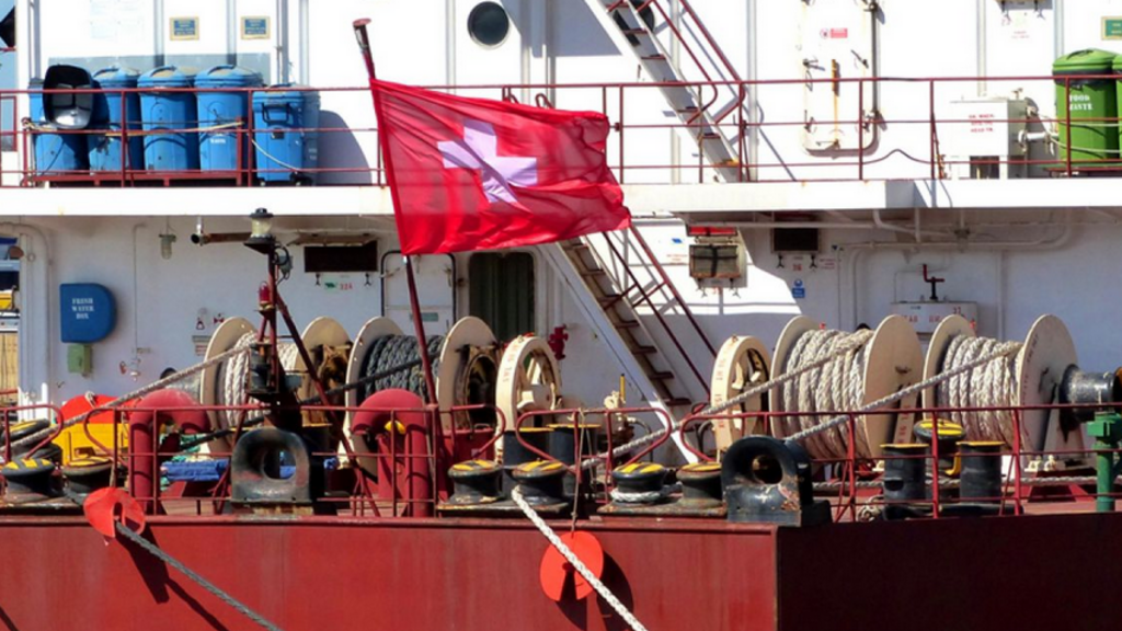 Pirates kidnap 12 crew from Swiss cargo ship off Nigeria