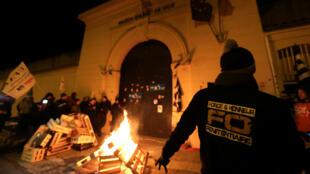 Los guardianes de la prisión de Nice bloquearon el acceso al centro penitenciario el 15 de enero del 2018.