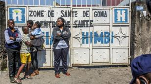Des habitants attendent pour être vaccinés à Goma, le 15 juillet 2019.