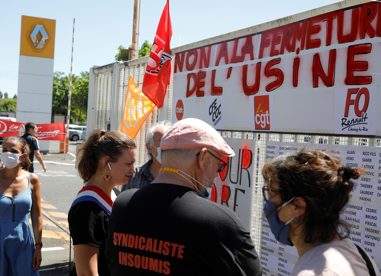 Réunion de syndicalistes devant l'usine Renault à Choisy-le-Roi, le 29 mai 2020 pour dénoncer les pertes d'emplois