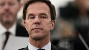 Le Premier ministre libéral Mark Rutte peut-il se permettre d'aller contre l'opinion de ses concitoyens ?