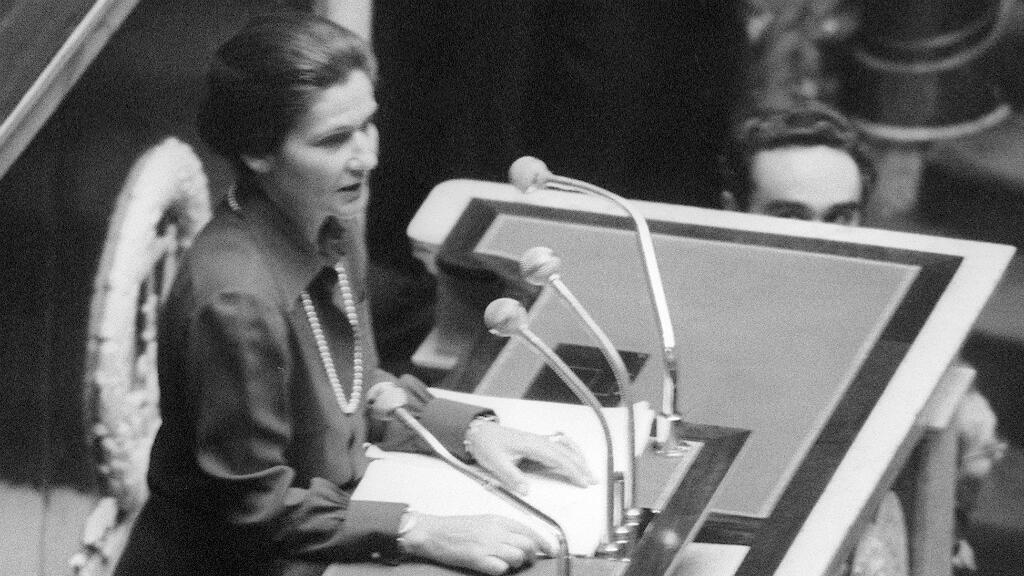 Frances former president Valéry Giscard dies of COVID-19