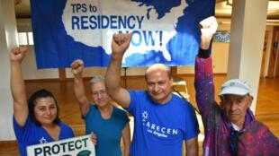 Activistas piden prórroga del TPS en la ciudad de Los Ángeles.