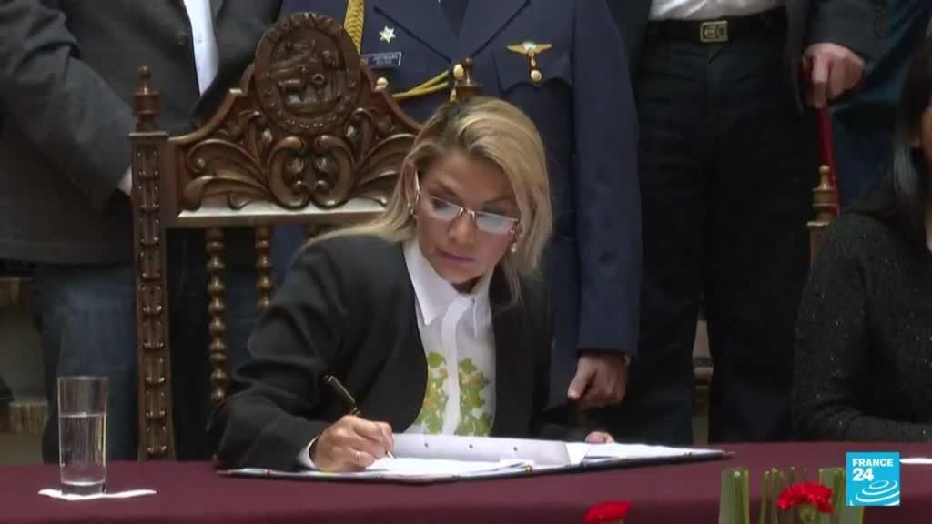 2021-08-27 03:08 Jeanine Áñez continúa su proceso judicial en medio de protestas a favor y en contra