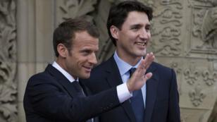 الرئيس الفرنسي إيمانويل ماكرون (يسار) ورئيس الوزراء الكندي جاستن ترودو في أوتاوا بكندا في 06 حزيران/يونيو 2018