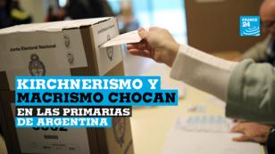 Una persona vota en un colegio electoral durante las elecciones primarias en Buenos Aires, Argentina, el 11 de agosto de 2019.