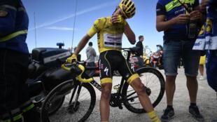 Le cycliste français Julian Alaphilippe à l'arrivée de la sixième étape du Tour de France au sommet de la Planche-des-Belles-Filles, le 11juillet2019.