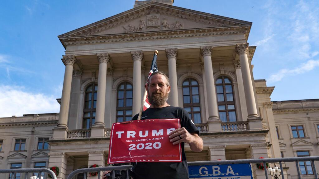 La campaña de Trump también ha presentado una petición para otro recuento en Georgia, que el viernes certificó los resultados que muestran que Biden ha ganado.