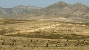 قوات أرمينية ومن جمهورية قره باغ غير المعترف بها في تمارين عسكرية مشتركة تشرين الثاني 2014