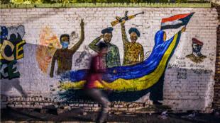 Une fresque représentant le soulèvement au Soudan contre le régime d'Omar el-Béchir.