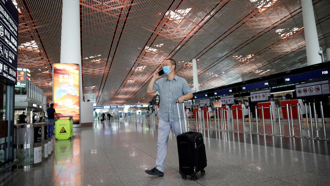 Así se ve el Aeropuerto Internacional de Beijing Capital el 17 de junio de 2020 y después de que se cancelaran decenas de vuelos nacionales ante el nuevo brote del Covid-19 en esta ciudad China.