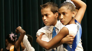 Des enfants dansant la rumba lors d'un concours de danse à New York en 2005.