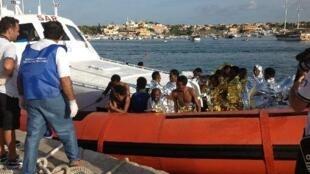 Rescapés du naufrage ramenés à Lampedusa, le 3 octobre 2013