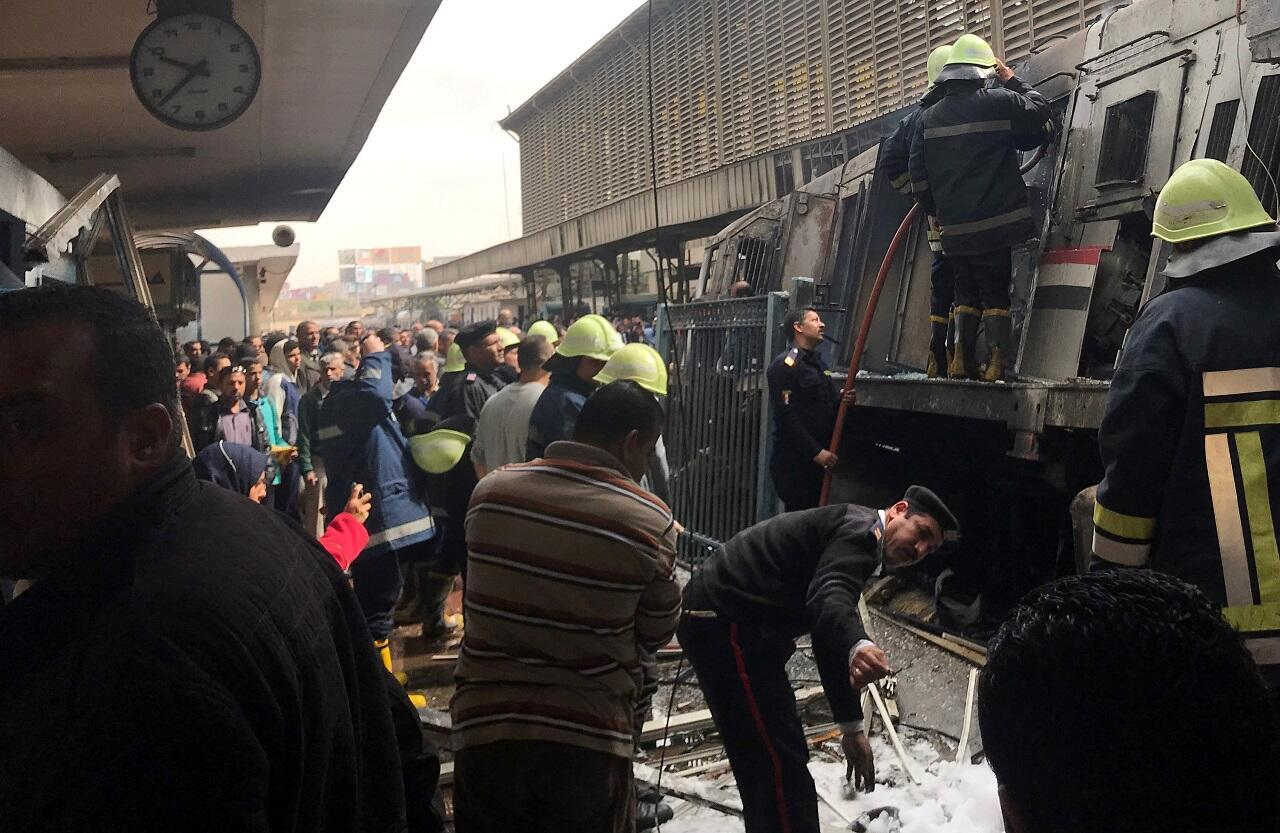 الحادثة نجم عنها حريق كبير داخل محطة القطارات الرئيسية في القاهرة. 2019/02/27.