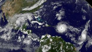 El huracán Irma, de categoría 5, se desplaza sobre el Atlántico hacia Puerto Rico y las Islas Vírgenes el 5 de septiembre de 2017.