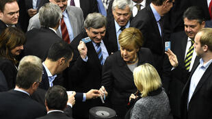 La chancelière Angela Merkel, vendredi 4 décembre, lors du vote du Bundestag sur les opérations anti-EI.